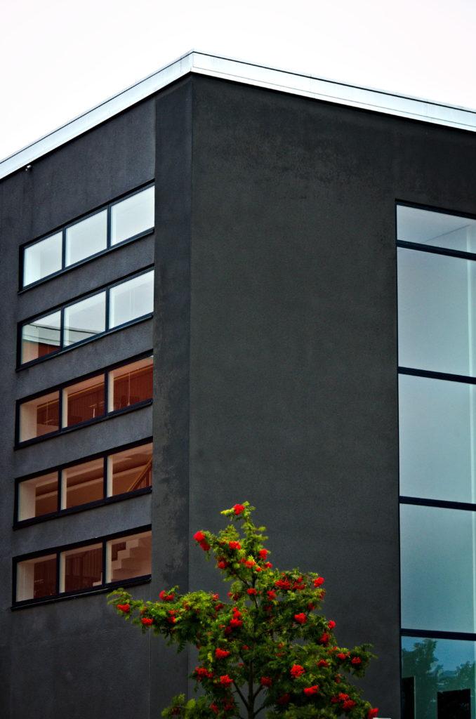 Ålands kongresscenter, Alandica, Mariehamn under ett pass med gatufotografering.
