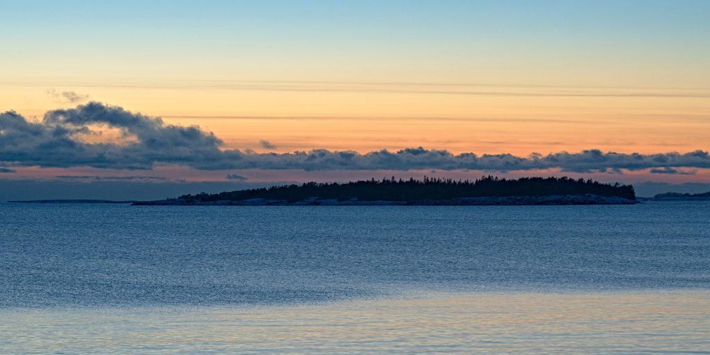 Rankgården efter solnedgång i januari, Åland.