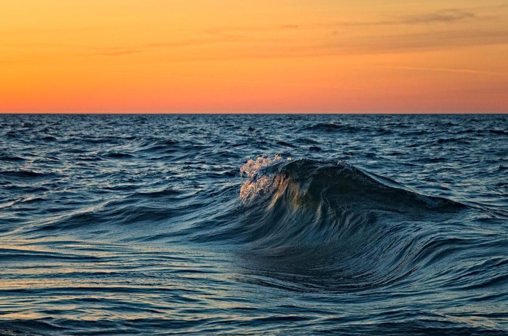 Våg med Norrhavet som kuliss. Geta, Åland.